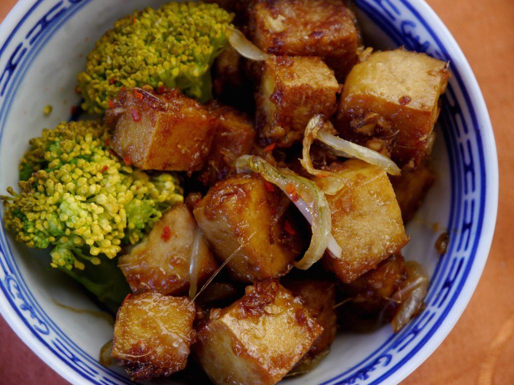 ingwer-chili-tofu-karamellisiert-rezept-vegan-paradiesfutter
