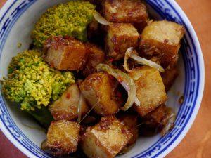 Karamellisierter Ingwer-Chili Tofu