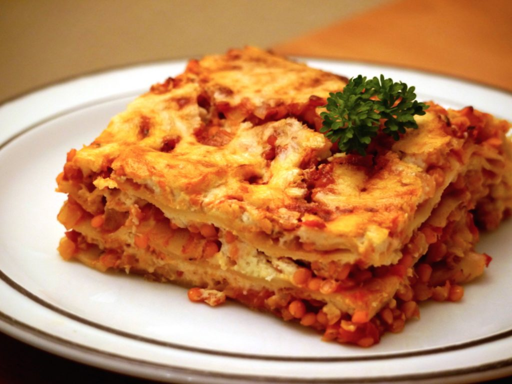 vegane bolognese lasagne mit roten linsen von paradiesfutter. Black Bedroom Furniture Sets. Home Design Ideas