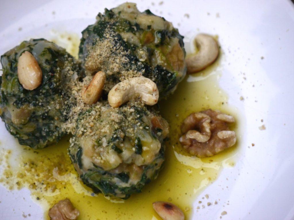 vegane spinat kn del mit nussparmesan in butter l rezept von paradiesfutter. Black Bedroom Furniture Sets. Home Design Ideas