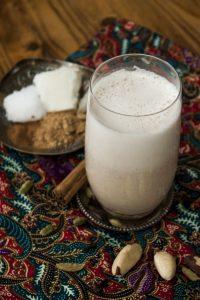 Paranuss-Chai-Shake mit Kokos und feinen Gewürzen